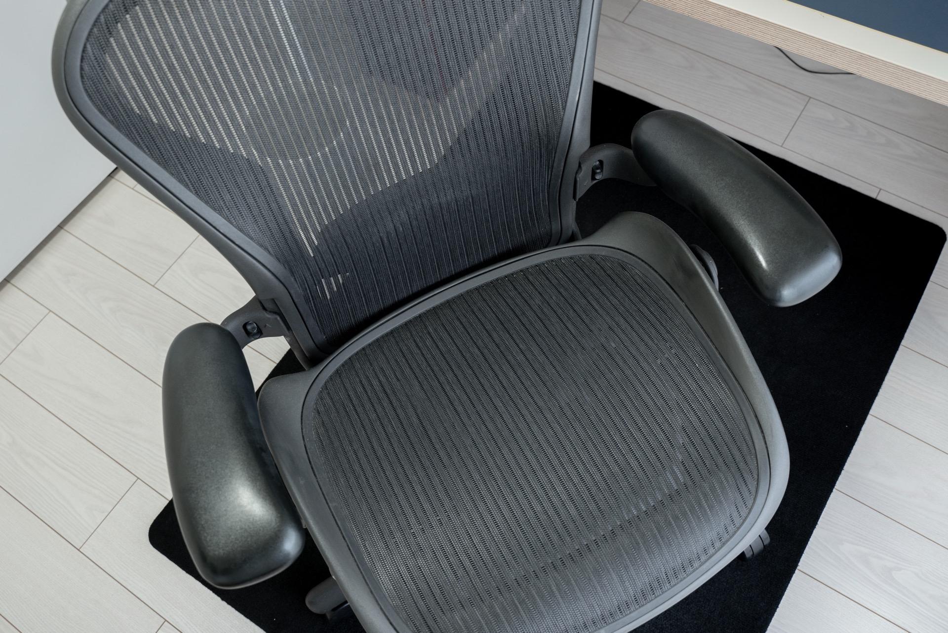 いい椅子夢気分。椅子は中古もいいっすね。
